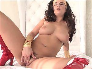 Wonder gal taylor plays with her vag