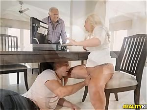Janna Hicks taking a gigantic pink cigar in her pussyhole