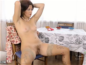 unshaved Housewife jerks on kitchen table