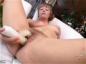 Vella Boop let's the fucktoys get her off