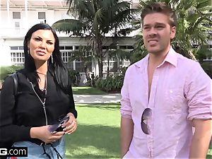 Jasmine Jae brings her boy fucktoy along for a pov fuckin'