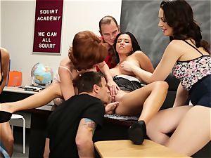 Veronica Avluv showcases steaming girls how to dump