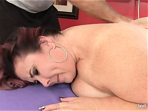 thick tittied phat donk woman Lynn gets a fuck-fest rubdown
