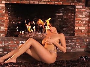 Cassidy Banks fucktoys her cooch by the fireside