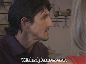 Samantha Saint picks up a fellow at a bar for lovemaking