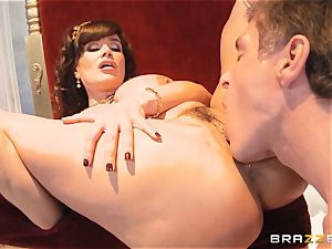 luscious cougar Lisa Ann is queen of exclusive pounding