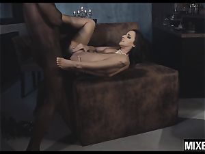 steaming Amirah Adara gets her bootie stretched by monster man rod