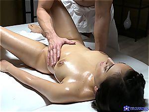 Yasmeena Ali voluptuous massage and hump