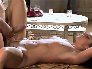 India Summers India Summers is enjoying the immense cock pleasing her steaming fuckbox har