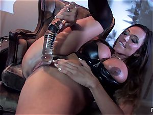 Ariella Ferrera drills herself with a ginormous glass plaything