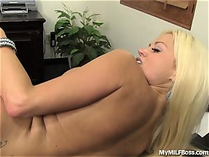 hot cougar boss Does What She Wants