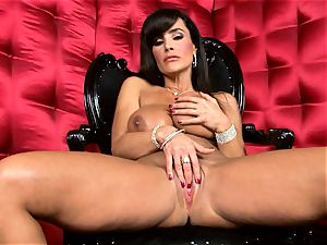 uber-sexy Lisa Ann unveils her big delicious mounds